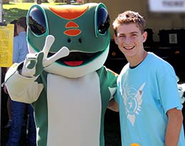 Star James and the GEICO gecko
